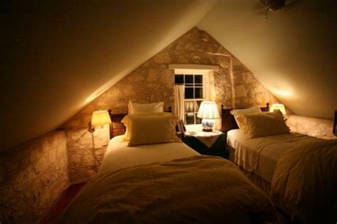 What To Put In A Guest Bedroom - attic bedrooms