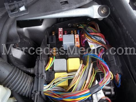 Kabel Gas Ford Escape 2 0 fuses and relays location designation s class cl class