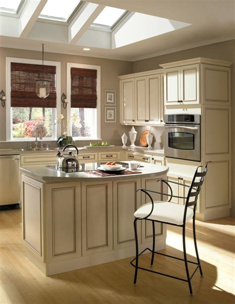 Ivory Kitchen Cabinets With Mocha Glaze From Homecrest Ivory Colored Kitchen Cabinets