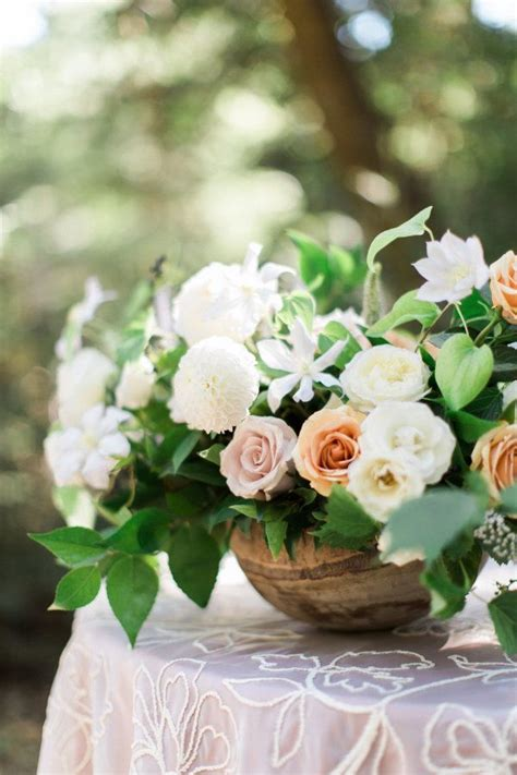 10 Year Anniversary Flower by 25 Best Ideas About Anniversary Flowers On
