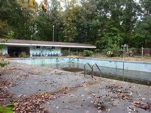 verlassenes schwimmbad panoramio photo of an abandoned swimming pool tucked