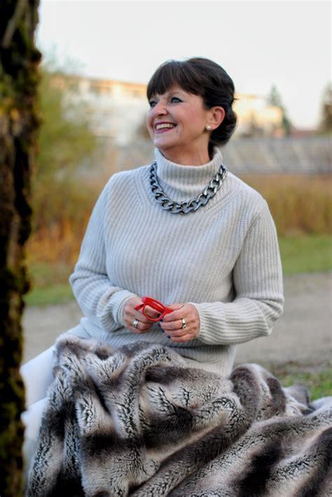 Pulli Als Decke by Weekend Look L 228 Ssige Eleganz Mit Kuschelpullover