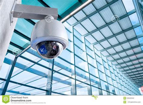 Foto Cctv c 225 mara de seguridad cctv en el edificio de la oficina de negocios foto de archivo imagen