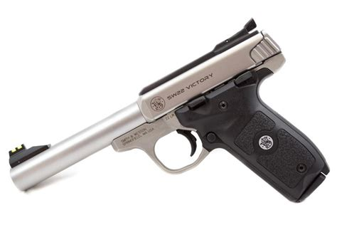 smith an dwesson s w victory 22