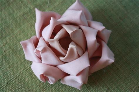 pattern for fabric roses fabric flower mayumi rose tutorial by jewelballerina craftsy