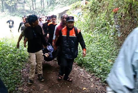 wallpaper dinding sukabumi sukabumi jawa barat 3 wisatawan jakarta tenggelam di curug sawer sukabumi 1 tewas