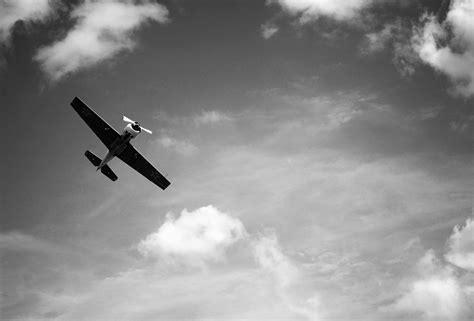 imagenes en hd a blanco y negro fondo de pantalla de avioneta avi 243 n volare cielo in