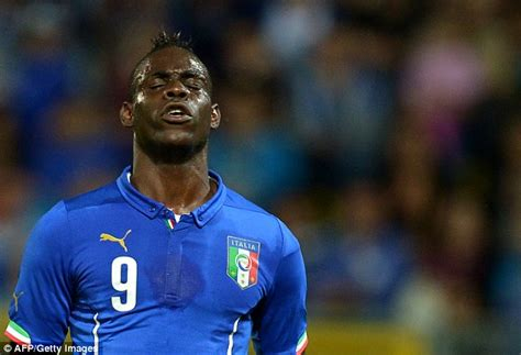 Rnb Modista Etnic Baloteli 1 italy to push anti racism caign during friendly match against daily mail