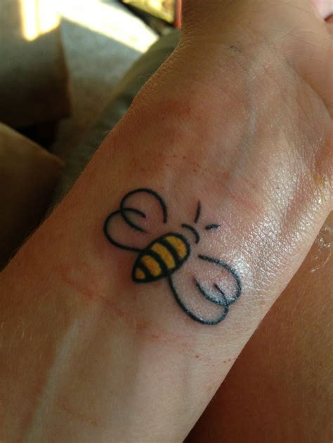 small bee tattoo collection of 25 small bee on finger