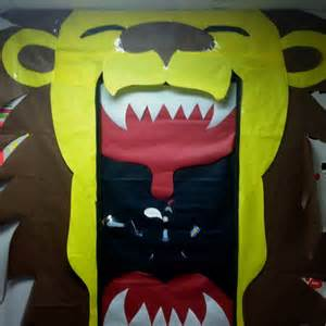 How To Decorate A Media Room - lion homecoming door decoration classroom door