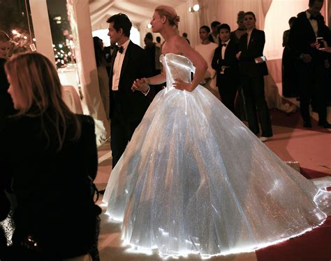 zac posen light up gown luminous fabric luminous clothing fiber optic clothing