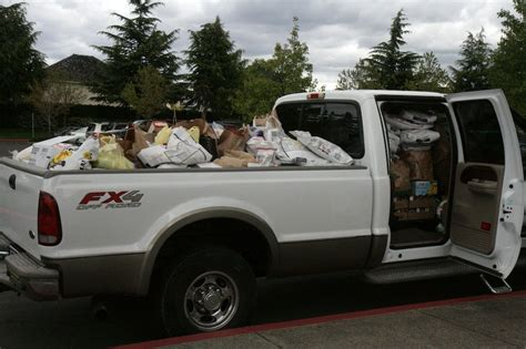 Tualatin Food Pantry by Tualatin High School Students Overwhelm The Tualatin School House Pantry With Donations