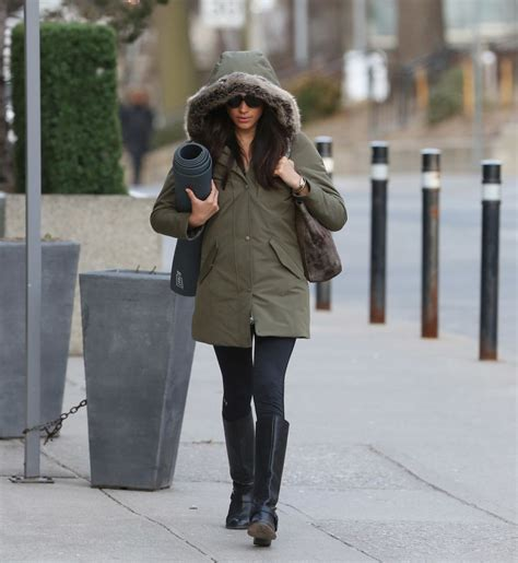 meghan markle shopping in toronto 09 gotceleb meghan markle toronto meghan markle out and about in