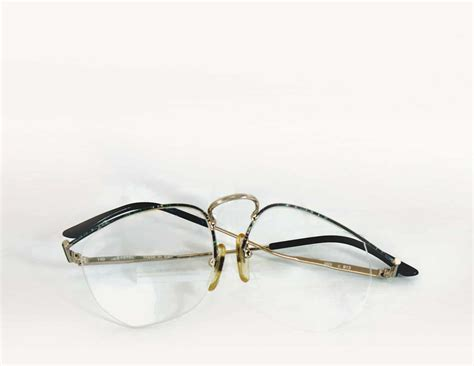 how to adjust nose pads on rimless glasses