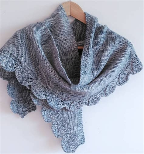 knitting shawls decorative edge shawl and scarf knitting patterns in the
