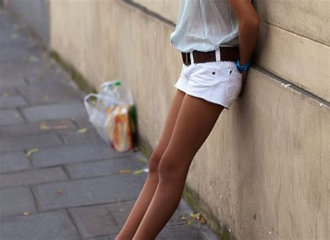 girl in white shorts white shorts how to wear summer s hottest white shorts