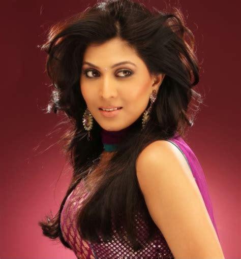 biography of film actress madhavi madhavi kulkarni hot age wiki biography married