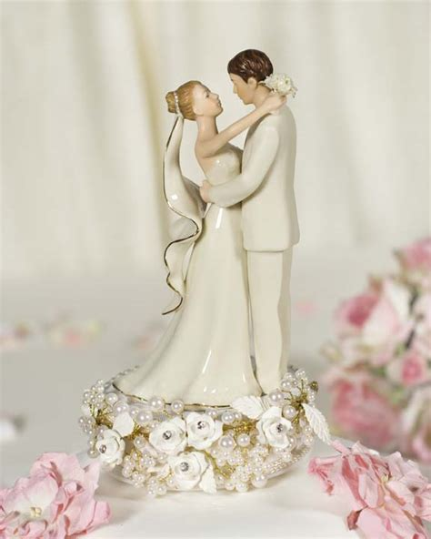 wedding cakes toppers beautiful photos of vintage wedding cake toppers ipunya