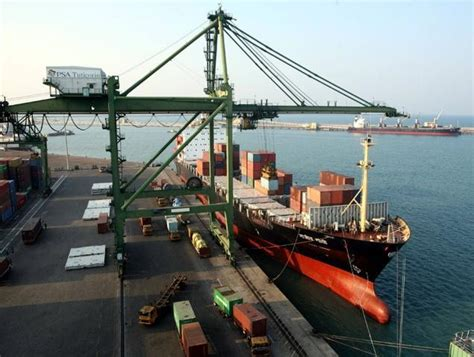 boat names in hindi india seizes us ship with armed crew