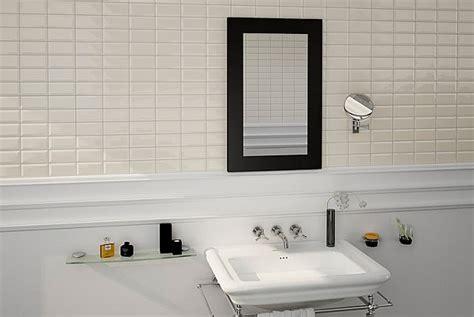 badezimmer fliesen weiß glänzend wohnideen wohnzimmer grau braun