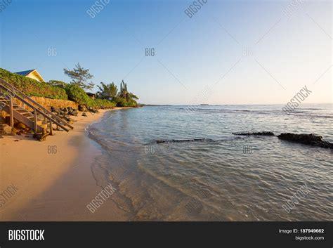 bathtub beach oahu tropical paradise bathtub beach image photo bigstock