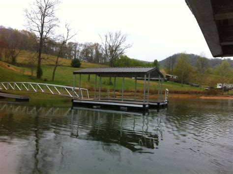 floating boat dock anchors a wahoo docks cat 3 floating dock on lake chatuge this