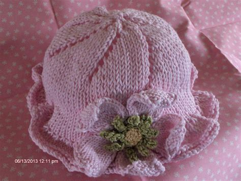 knit flower pattern for baby hat baby flower hat and by naomitowe1369190 knitting pattern