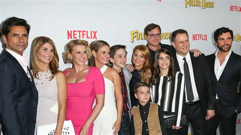 the fuller house full house stars pass the torch at netflix sequel series premiere hollywood reporter