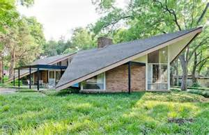What Is A Mid Century Modern Home Mid Century House With A Stunning Color Scheme And A Cool