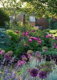 how to plan a cottage garden 1000 ideas about cottage garden design on