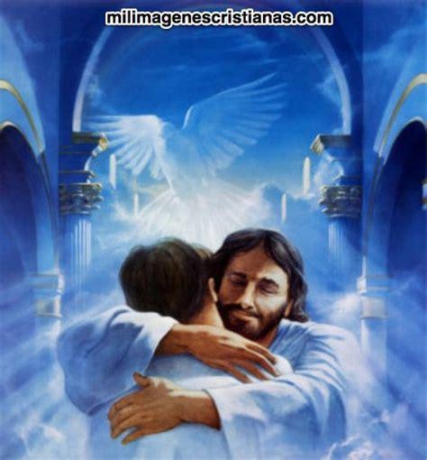 imagenes de jesus con un niño en brazos im 225 genes cristianas de jes 218 s abrazando a un hombre