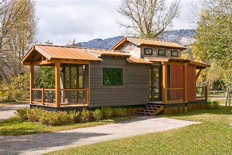 400 sq ft cabin the caboose 400 sq ft cabin by wheelhaus