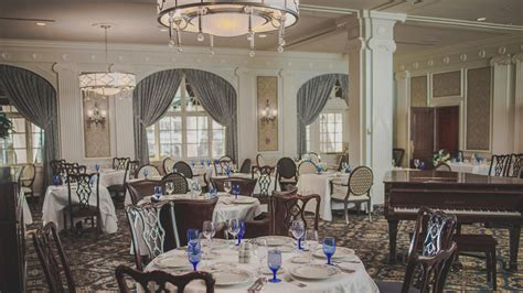 regency room roanoke the regency room inspired southern cuisine