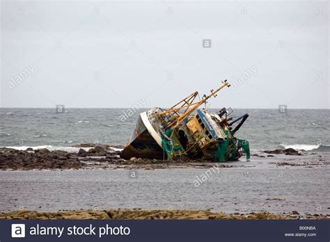 beached grounded wreck of banff fishing vessel boat bf 380 - Fishing Boat Accident Fraserburgh