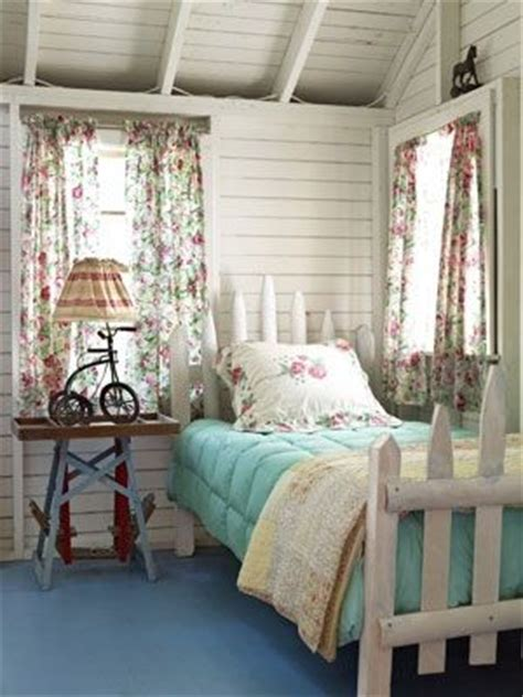 Picket Fence Bedroom Decorating Ideas by 17 Best Images About Fence Picket Decorating Ideas On