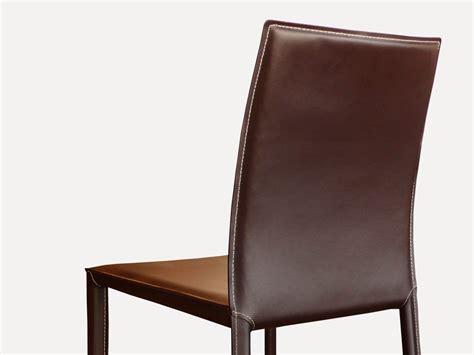 chaise en cuir costa marron