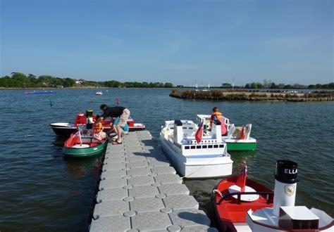 mini boat trips faire un tour en mini bateau marin d eau douce