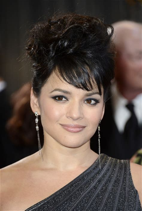 norah jones singer norah jones oscars short hairstyle 2013