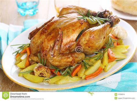 imagenes libres pollo pollo asado entero con los veh 237 culos imagenes de archivo