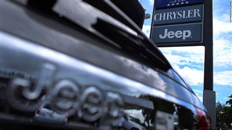 Chrysler Jeep Recall Chrysler Recalling 900 000 Jeeps Airbag Issue