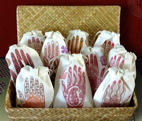 17 Best ideas about Henna Party on Pinterest   Henna night