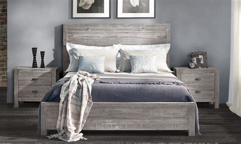 Bedroom Picture Frame Ideas by Find The Bed Frame For Your Master Bedroom