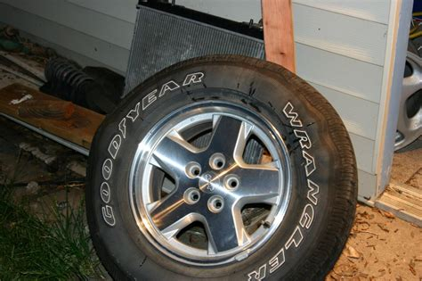 do they still make jeep liberty lost jeeps view topic different years different tire