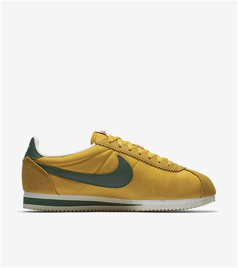 Harga Nike Classic Cortez the classic nike cortez to celebrate 45 years since its