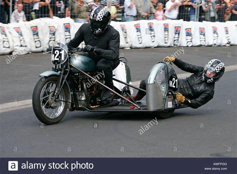 Triumph Motorrad Mit Beiwagen by 1952 Triumph Motorrad Mit Beiwagen An Einem Oldtimer