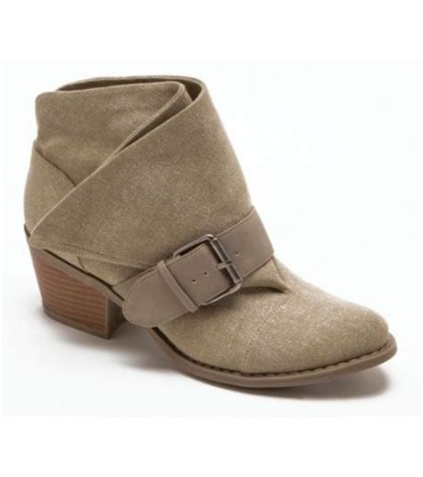 olive color boots what color shoes boots with olive brown look