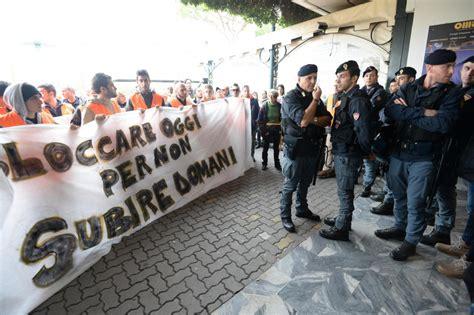 lavoro ufficio sta roma lavoro bloccare l italia non aiuta gli italiani rosa