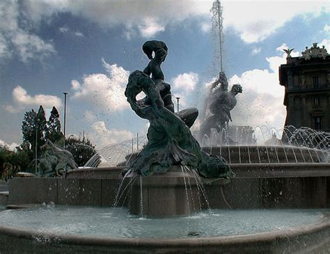 le donne si bagnano roma turisti inglesi si bagnano nudi nella fontana delle