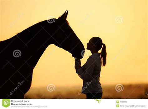 Paint Ideas For Teenage Girls Bedroom siluetta della ragazza con il cavallo al tramonto