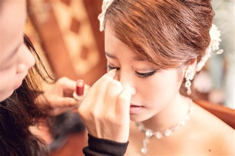 Wedding Makeup Artist by 8 Things Your Wedding Makeup Artist Wants You To